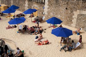 800px-Paris_Plages_August_17,_2013