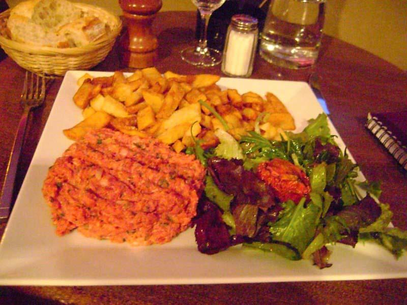 Steak tartate with frites